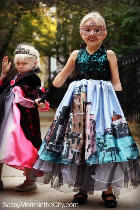 kids halloween costumes chasing fireflies - Kids At Halloween
