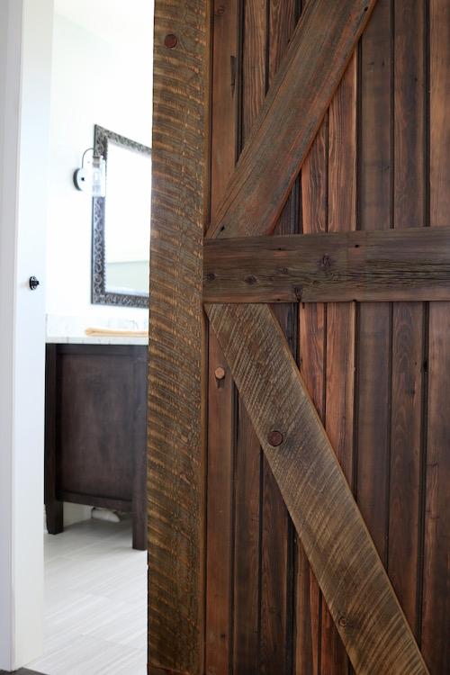 Farmhouse Chic Sliding Barn Doors So Chic Life