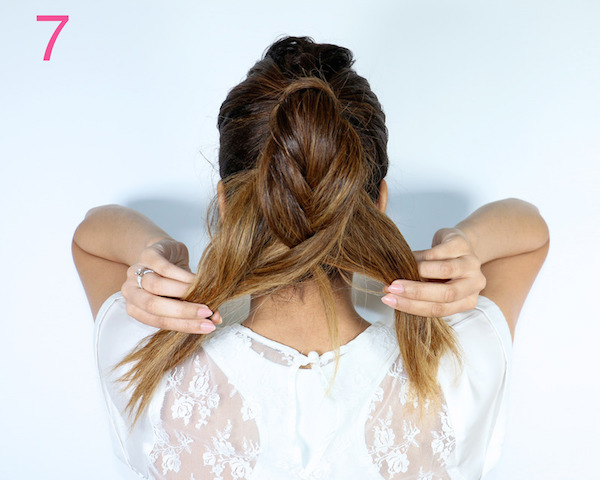 Steps for a fishtail ponytail