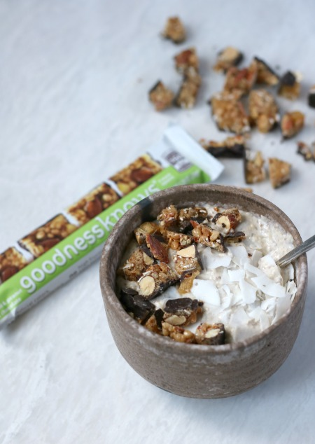 Making breakfast a little more exciting with oatmeal banana smoothie bowls paired with goodnessknows snack squares!